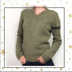 Woman's Lg 100% Wool green V-neck sweater